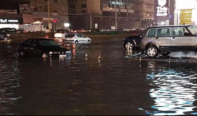 تجمع للمياه على اوتوستراد جل الديب