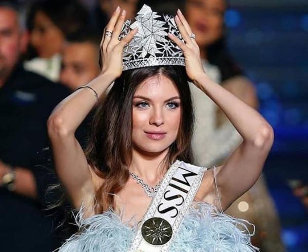 تفاصيل اطلالة مايا رعيدي في أول لقاء لها بعد انتخابها ملكة جمال لبنان