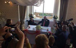 عمرها 100 عام تتزوج من ثالث فرسان أحلامها!