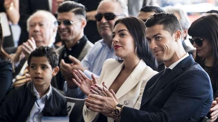 رونالدو يكشف سبب زياراته للكنيسة وحقيقة زواجه