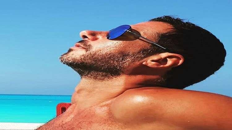 ممثل عربي مشهور يتلقى عرضاً لتصوير فيلم إباحي