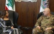 قائد الجيش العماد جوزاف عون يهنئ وزيرة الدفاع الوطني زينة عكر