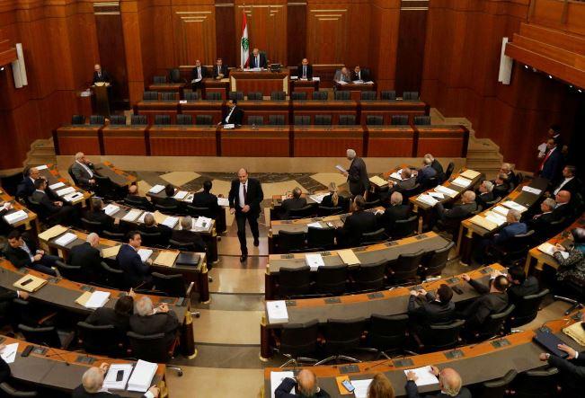 على وقع الاحتجاجات... البرلمان يصوّت على الثقة للحكومة