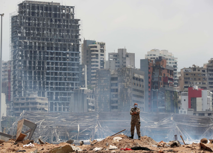 soldier-devastated-site-of-the-explosion-port-beirut