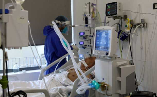 ما هي نسبة الحالات في المستشفى التي تحمل الطفرة المتحورة البريطانية والجنوب افريقية؟